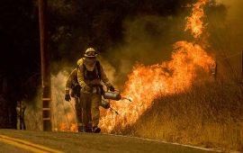 incendios-en-california-siguen-fuera-de-control-con-100-mil-evacuados