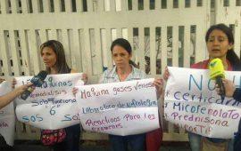 padres-protestan-encadenados-en-principal-hospital-pediatrico-de-venezuela